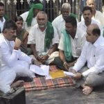 Sugarcane producers stop demonstrating in Belagavi after DKS insurance